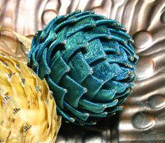 Como fazer enfeite ornamento de natal em formato de pinha ou alcachofra - Artesanato facil em tecido ou papel ~ VillarteDesign Artesanato