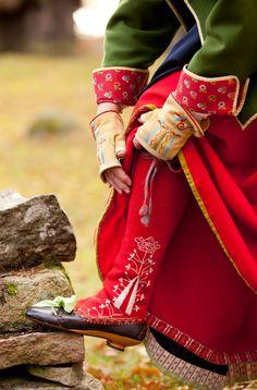 folk costume photo by Laila Duran of Folklore Fashion Folk Fashion, Ethnic Fashion, Quirky Fashion, Folklore, Folk Costume, Costumes, Swedish Style, Celtic, Thinking Day