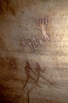 ALGERIA. Djanet, Algeria. Large Round Head Period paintings in a sandstone shelter of people standing, walking and appearing to float in space. #algeria #africanrockart http://africanrockart.org/tara-african-rock-art-photo-gallery/algeria/