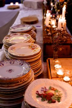 Vintage plates & wooden crates - rustic & ready!