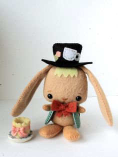 This is the sweetest March Hare felt pdf pattern. Amazing details, just look at his hat!