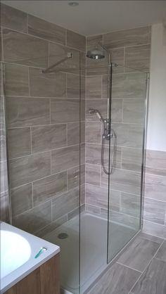 Fossilised wood effect tiles Shower complete. Fossilised wood effect tiles Bathroom Design Small, Bathroom Layout, Simple Bathroom, Bathroom Interior Design, Modern Bathroom, Interior Livingroom, Kitchen Interior, Bathroom Styling, Bathroom Renovations