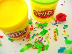 Play- Doh:  Horas de color y diversion! mas alla de la tipica plastilina que era muy dura y dificil de manejar, esta tenia un buen olor y era facil de pegar y despegar
