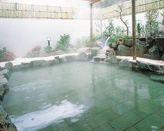 露天風呂とサウナには枇杷の葉を入れております。