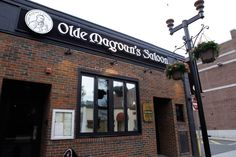 OLDE MAGOUN'S SALOON: Best Sports Bar