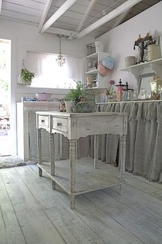 Love this old country style for a kitchen.