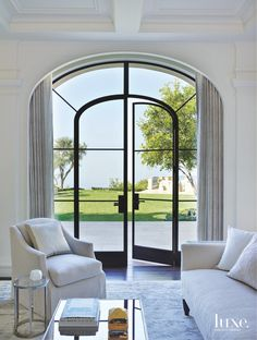 How utterly beautiful are these arched windows with the stark black frames. It just shows you how important good window design is to a scheme and whilst the window itself is stunning, it still doesn't detract from the beautiful view. Italian Interior Design, Home Interior Design, Interior Architecture, Interior And Exterior, Luxury Interior, Modern Interior, Style At Home, Casa Da Kris Jenner, Luxury Home Decor