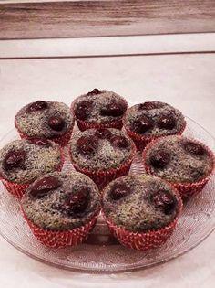 Meggyes-mákos muffin 🍒 Muffins, Food And Drink, Baking, Eat, Breakfast, Cupcake, Morning Coffee, Muffin, Bakken
