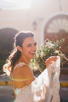 No te pierdas estas ideas de vestidos que harán suspirar. #CasamientosAr #Organizaciondecasamientos #Casamiento #Boda #Novias #TipsNupciales #CaminoAlAltar #LookNupcial #LookDeNovia #VestidoDeNovia #VestidoRomantico Ideas, Romantic Dresses, Wedding Gowns, Boyfriends, Mariage, Wedding, Thoughts