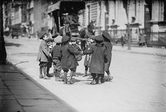 Children playing in the street, New York City, 2 April Source: Library of Congress, George Grantham Bain Collection Great Plague Of London, Photo New York, Bubonic Plague, Kids Nursery Rhymes, Street Culture, Interesting History, Interesting Facts, World History, Beer History