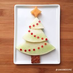 O Christmas tree, o Christmas tree, how lovely are thy branches. Add a little holiday magic to your kid's lunch this season. This lunch by Selena Kohng features a honeydew tree, apple skin garland, cantaloupe star, and wheat bread stem. #LunchboxLove