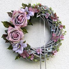 Wreath Crafts, Diy Wreath, Mesh Wreaths, Christmas Advent Wreath, Shabby Chic Wreath, Summer Crafts, Summer Wreath, How To Make Wreaths, Scented Candles