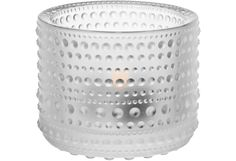 Idea Kastehelmen lasipisaroilla koristellusta pinnasta syntyi, kun Oiva Toikka halusi peittää puristelasiin väistämättä jäävät saumakohdat. Näin kehittyi kokonaan uusi pintastruktuuri, joka korosti lasin elävyyttä ja valon heijastumia. Kastehelmi on ollut aiemmin tuotannossa 1964-1988 ja suosituimmat osat palasivat valikoimiin vuonna 2010.