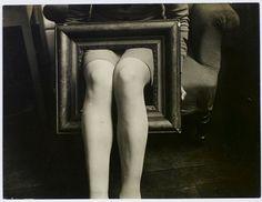 Man Ray, Jambes dans un cadre [A classer] c.1930