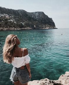 Image about girl in Fotos lindas by Pau on We Heart It Summer Vibes, Summer Beach, Sunny Beach, Ibiza, Disney Instagram, Instagram Girls, Videos Mexico, Ft Tumblr, Foto Casual