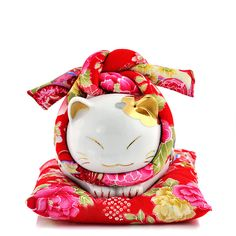 maneki neko ** Learn more about #cats with Ozzi Cat Magazine >> http://OzziCat.com.au **