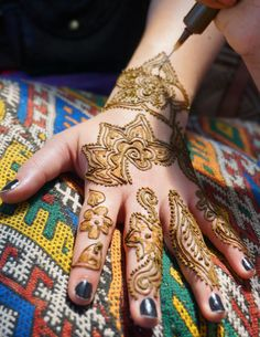 Eshkol HaKofer: Hey Hannaya: A Moroccan Henna Artist in Action