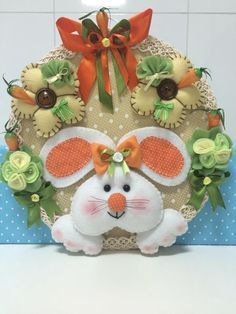 *EASTER ~ Beautiful door wreath, made of felt, wooden support, perfect finish! Easter Projects, Easter Crafts, Holiday Crafts, Felt Crafts, Diy And Crafts, Crafts For Kids, Rabbit Crafts, Felt Wreath, Door Wreath