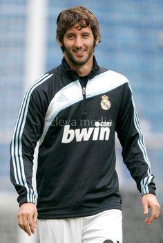 Esteban Granero... Don't go!! Stay in Real Madrid forever