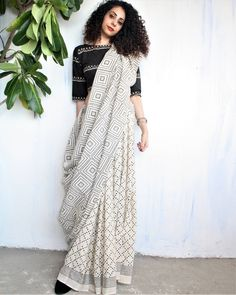 Handwoven & Block Printed Silk, Linen & Cotton sarees for every occasion. Carry your attire from our wide range of designer sarees. Trendy Sarees, Stylish Sarees, Saree Draping Styles, Saree Styles, Indian Attire, Indian Ethnic Wear, Black And White Saree, Sari Bluse, Indische Sarees