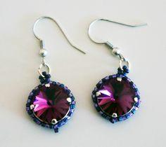 Boucles d'oreille violettes et roses r�alis�s en cristal de Swarovski et d�licas