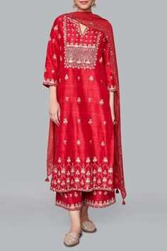 A red silk suit, intricately embroidered with our signature craft Gota Patti along with Pearls, zardosi and sequins. The motifs adorned on the Yutika Suit are inspired by the majestic architecture of Rajasthan's palaces. Pakistani Dresses Casual, Pakistani Dress Design, Indian Dresses, Indian Wedding Outfits, Indian Outfits, Indian Clothes, Indian Designer Suits, Indian Designers, Kurta Designs Women