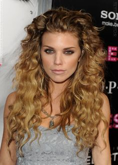 AnnaLynne McCord | Naomi on 90210. If my curls were like that i wouldn't complain