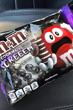 """Target just announced its store-exclusive M&M's flavor for Halloween """"Cookies and Screeem,"""" otherwise known as Oreo-flavored M&M's. M M Cookies, Cocoa Cookies, Oreo Flavors, Cookie Flavors, M M Candy, Bulk Candy, Junk Food Snacks, Vanilla Recipes, Weird Food"""