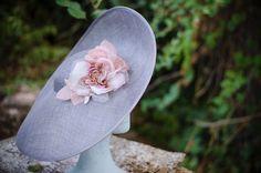 Ascot la más querida de nuestra web.  Disponible en más colores http://ift.tt/2fTl48b  #sisterstocados #tocados #pamelas #invitadas #invitadaboda #invitadaperfecta #wedding #weddingguest #millinery #hats #hairaccessories #headpiece #muysisters