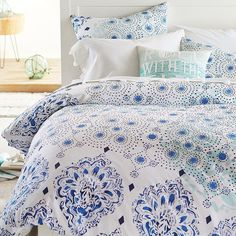 PB Teen Kelly Slater Organic Ocean Floral Duvet Cover, Twin, Blue... ($119) ❤ liked on Polyvore featuring home, bed & bath, bedding, duvet covers, blue pillow shams, blue bedding, blue floral bedding, x long twin bedding and floral bedding