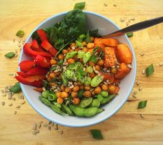 Quinoa, sweet potato and chickpea buddha bowl. With edamame, red bell peppers, and fresh spinach! Nutritious vegan or vegetarian lunch! Quinoa Sweet Potato, Vegetarian Lunch, Buddha Bowl, Edamame, Vegan Baking, Cobb Salad, Spinach, Vegan Recipes, Potatoes