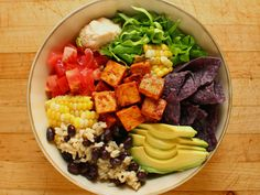 garden-of-vegan:  Vegan taco bowl: brown rice cooked in vegetable stock mixed with black beans, shredded butter lettuce, fresh corn, chopped tomatoes, sliced avocado, salsa baked tofu, hummus, and organic blue corn tortilla chips.