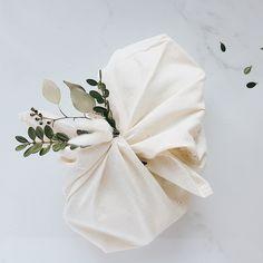 Les sacs bento, sont parfaits pour un cadeau 2 en 1! En plus de remplacer le papier d'emballage, ils pourront être réutilisés pour 1001 fonctions. Adoptez la façon « furoshiki » d'envelopper vos cadeaux. Cette technique est non seulement écologique, elle est aussi magnifique! Effet wow garanti sous le sapin. Pour le Noël 2018, on pense réutilisation avec des emballages cadeaux de tissu.