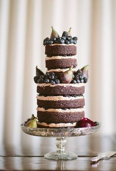 27 Naked Fall Wedding Cakes That Will Make Your Mouth Water: #19. Pears, blackberries and blueberries wedding cake