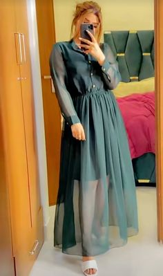 Simple Pakistani Dresses, Indian Gowns Dresses, Indian Fashion Dresses, Pakistani Dress Design, Girls Fashion Clothes, Fashion Outfits, Stylish Dress Book, Stylish Dresses For Girls, Beautiful Dress Designs
