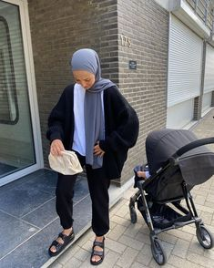 Casual Hijab Outfit, Casual Outfits, Fashion Outfits, Black Outfits, Modest Outfits, Cool Outfits, Street Hijab Fashion, Modesty Fashion, Hijab Fashion Inspiration