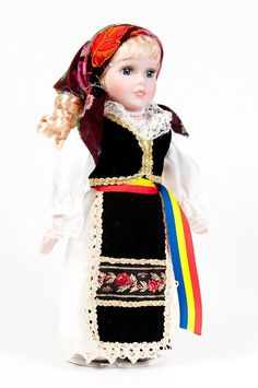 Romanian doll in a traditional romanian costume. Beautiful Hands, Beautiful Pictures, Hand Puppets, My Heritage, Felt Art, American Girl, Harajuku, To My Daughter, Folk
