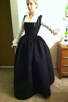 Elizabethan Kirtle | A beautifully fitted creation! As a bonus, it has different bodices and jackets to change up the look! Check out the link for more.