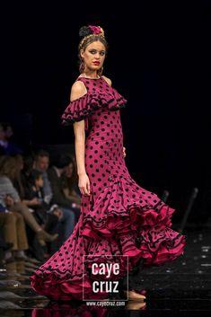 Moda Flamenca 2018: Veinte nombres a tener en cuenta | CayeCruz Estilo Abaya, Flamenco Costume, Abaya Fashion, Dot Dress, Costume Design, Nice Dresses, Polka Dots, Costumes, 3