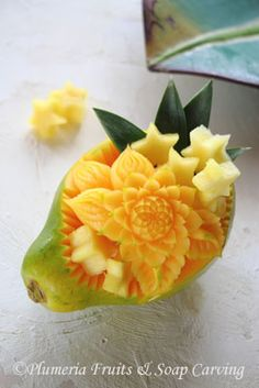 a fruit was carved with only a knife.  Check out another works → http://www010.upp.so-net.ne.jp/plumeria/works  (Plumeria Fruits and Soap Carving in Tokyo, Japan)