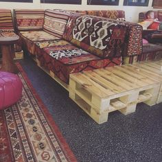Here is the detailed description of pallet sofa designs and color schemes. The coming should be great useful for you if you are a newly pallet designed.
