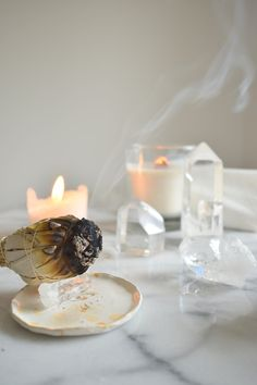 Crystal Magic, Crystal Healing, Crystals And Gemstones, Stones And Crystals, Image Bougie, Crystal Aesthetic, Season Of The Witch, Meditation Space, Witch Aesthetic