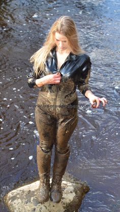 Mud Boots, Wellies Rain Boots, Rubber Shoes Outfit, Leggings Are Not Pants, Tight Leggings, Mudding Girls, Rubber Catsuit, Country Wear, Winter Suit