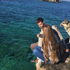 Familía♥ . . . . . . . . . #January #Formentera #happy #sunday #living #nature #lfl #likesforlikes #likeforlike #like4like #l4l #likeforfollow #photographers #photographer #photography #dreams #picoftheday #adventures #instadaily #living #Sun #island #adventures #husky #dog #animals #mylove #family #hairstyle #longhair