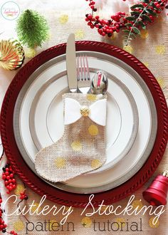 Easy Burlap Cutlery Stocking Pattern - Perfect for holiday place settings!