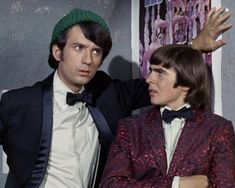 "Mike Nesmith & Davy Jones in ""Your Friendly Neighborhood Kidnappers. Peter Tork, Tiger Beat, Hippie Vibes, Davy Jones, The Monkees, Bobble Head, The Rock, Rock N Roll, The Neighbourhood"