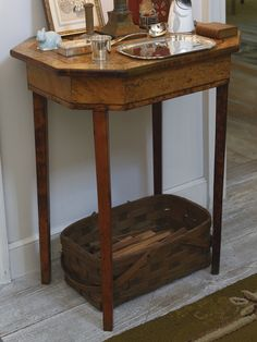 A Federal style burl and figured maple octagonal work table | $400-600