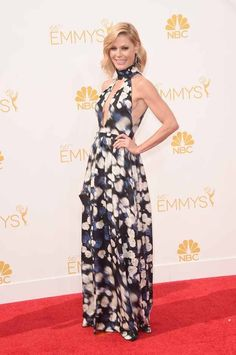 Julie Bowen | All The Red Carpet Looks From The 2014 Emmy Awards