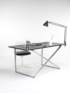MILIA SEYPPEL Studio - Clap desk