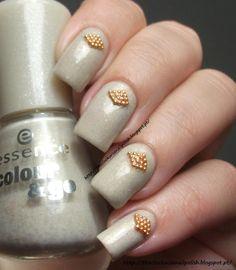 The Clockwise Nail Polish: Essence Love's Recipe & Mollon Pro Caviar Manicure Gold